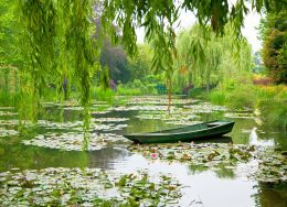monet-garden-giverny-cr-alamy